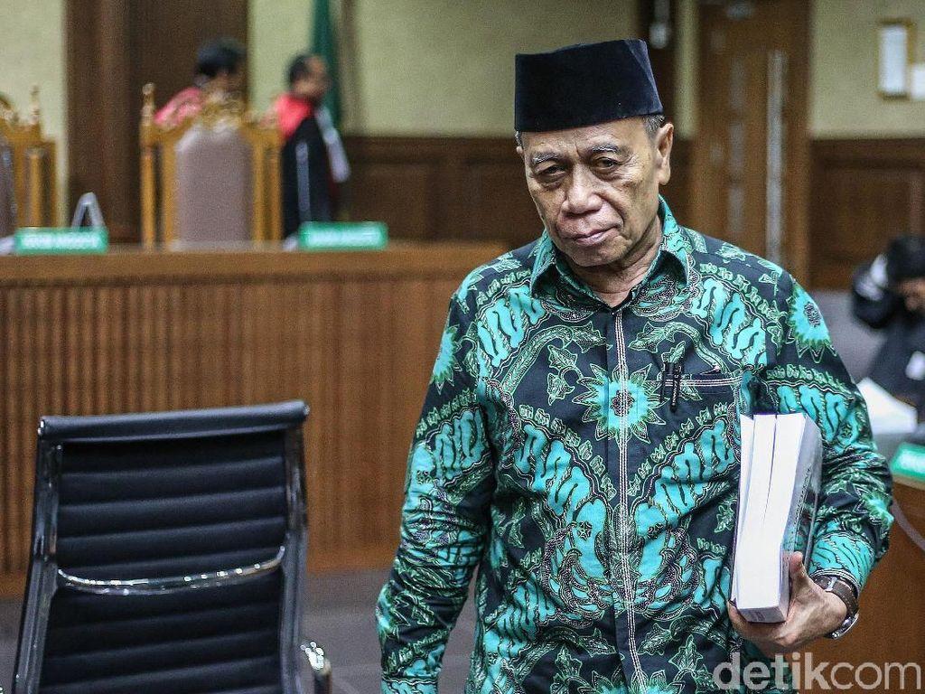Baca Pleidoi, Eks Anggota DPR Ini Nangis Takut Meninggal di Penjara