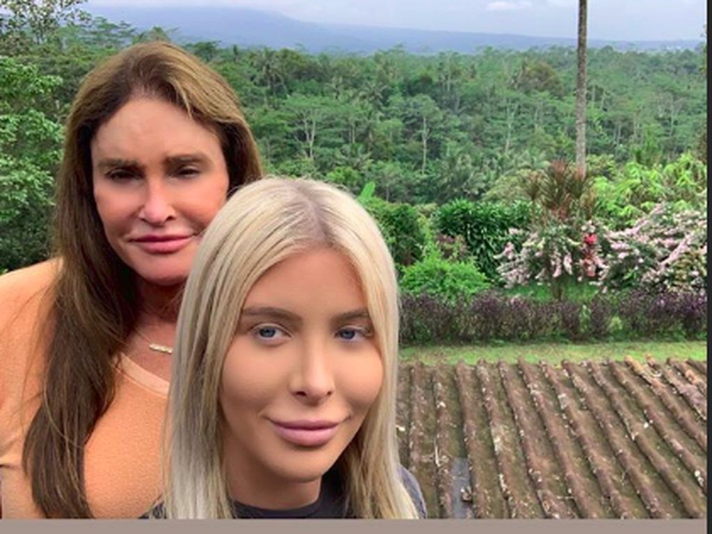Mampir ke Magelang, Caitlyn Jenner Sedih Tak Bisa Lama di Indonesia