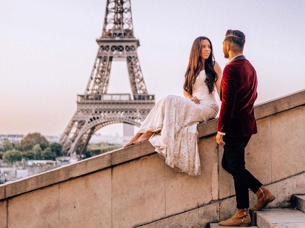 Potret Wanita Pakai Gaun Pengantin Keliling 33 Negara