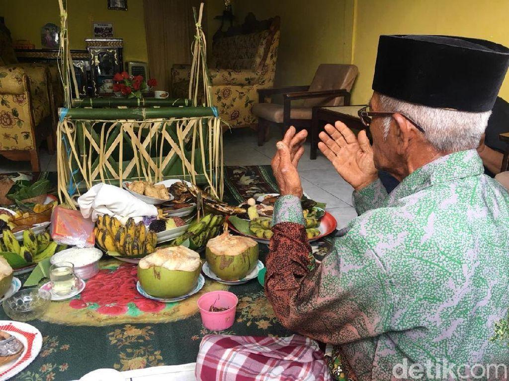 Foto: Ritual Memberi Makan Laut di Polewali Mandar