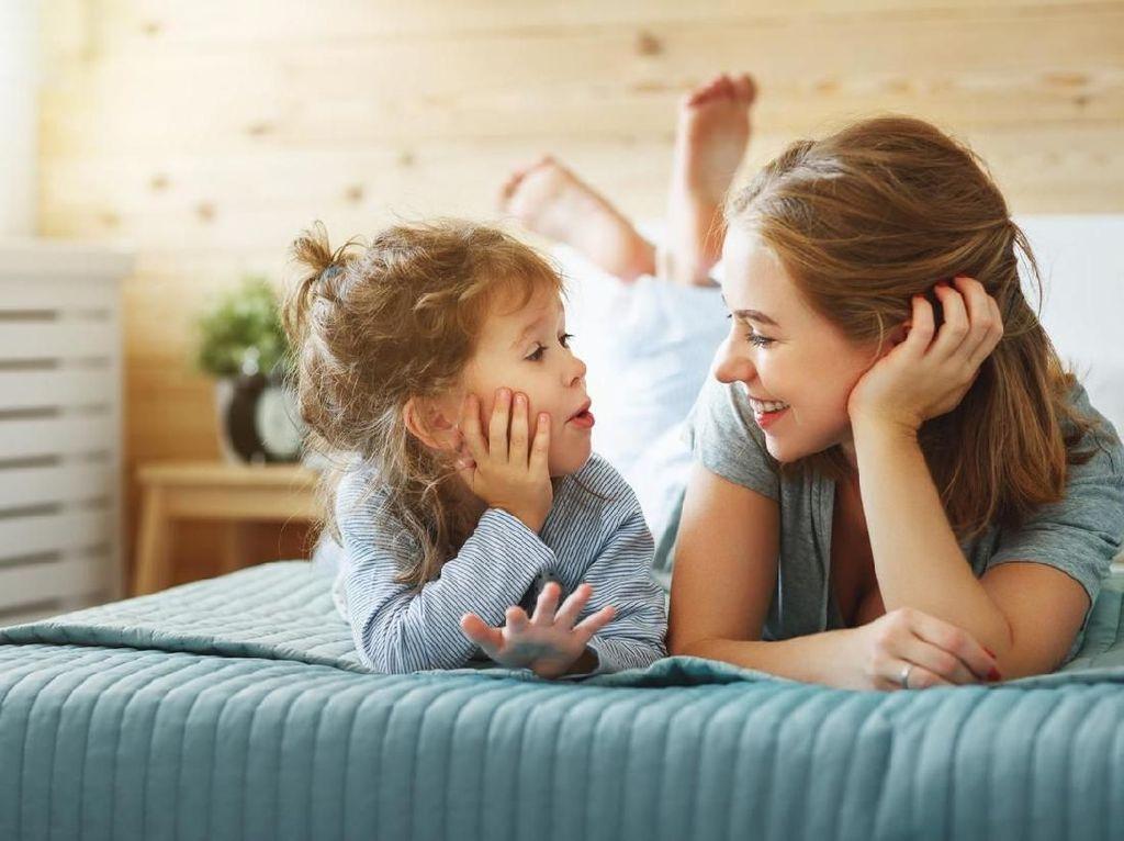 Bunda Perlu Tahu, 4 Kunci Penting Agar Si Kecil Cepat Bicara