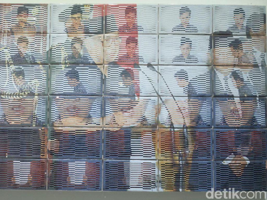 Ratusan Kertas Dianyam Jadi Foto Momen 21 Mei 1998 ala Patriot Mukmin