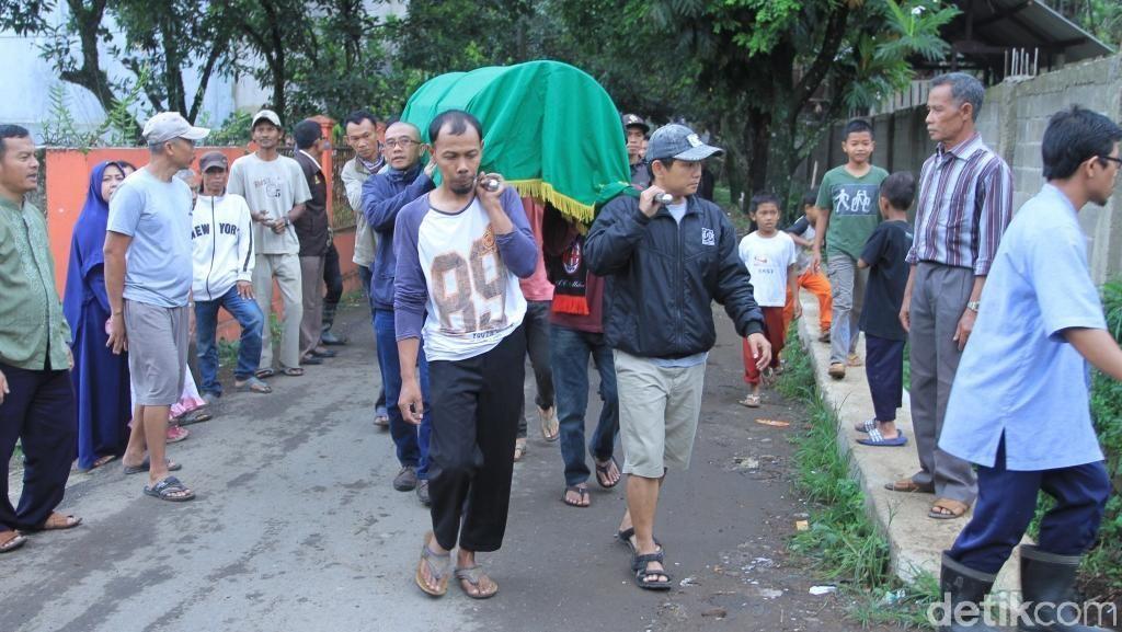 Ratusan Orang Antar Ronaldikin ke Peristirahatan Terakhir