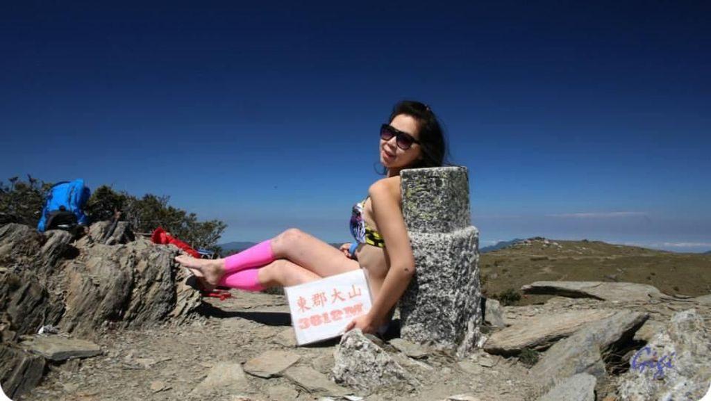 Foto: Penampilan Gigi Wu, Pendaki Berbikini yang Tewas Jatuh ke Jurang