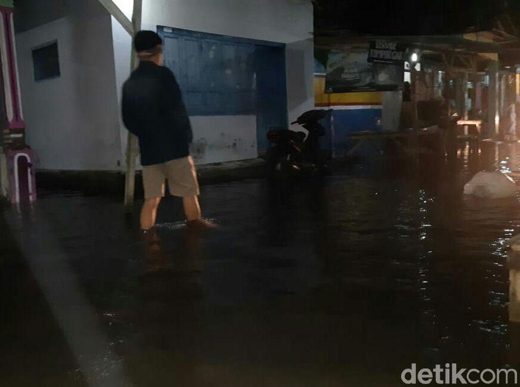 Diterjang Banjir Rob, Dua Rumah Rusak dan Belasan Perahu Tenggelam
