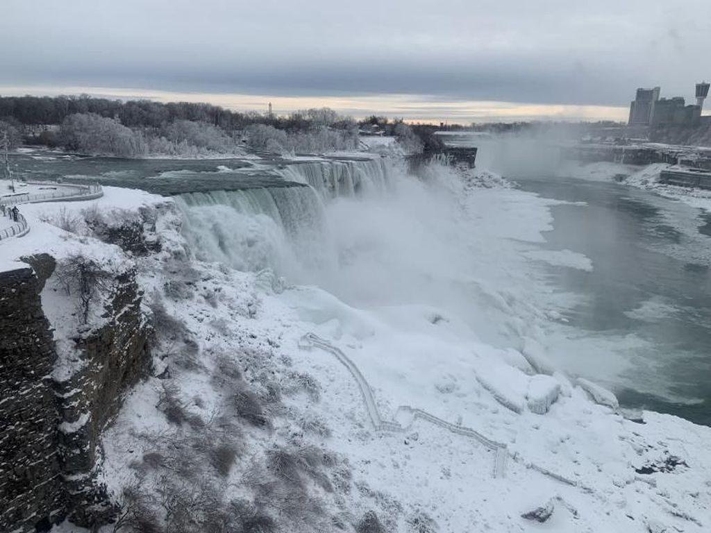 Kapal AS dan Kanada ke Air Terjun Niagara Beda Kuota Penumpang, Kok Bisa?