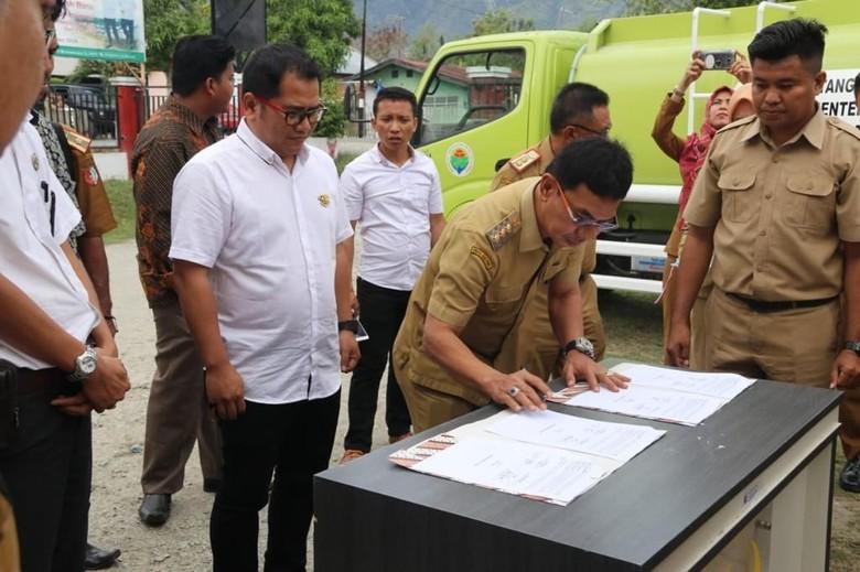 Kemendes PDTT Beri Bantuan 5 Mobil Tangki Air ke Warga Sigi