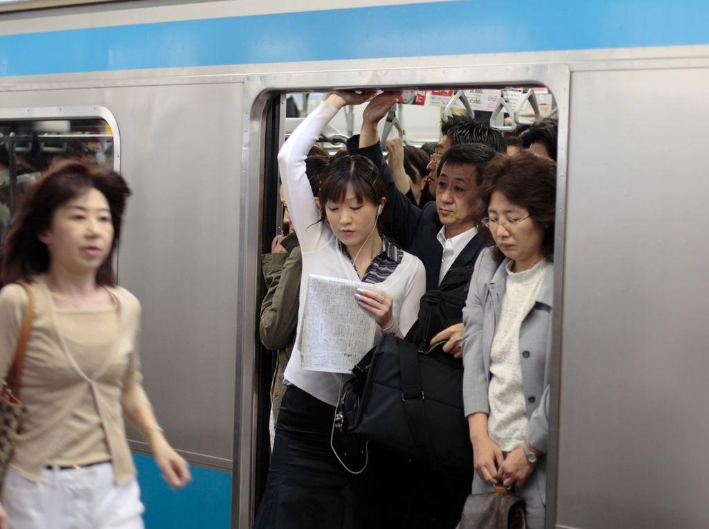 Tokyo Tawarkan Makanan Gratis Bagi Penumpang Kereta yang Naik Lebih Awal