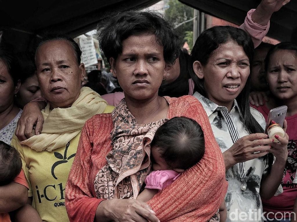 Pilu Pengungsi Korban Kebakaran di Tomang