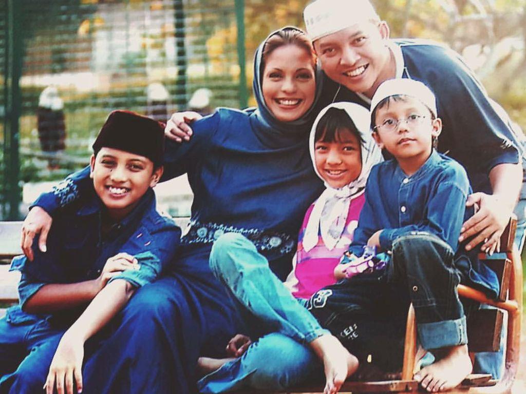 7 Momen Keharmonisan Keluarga Soraya Haque