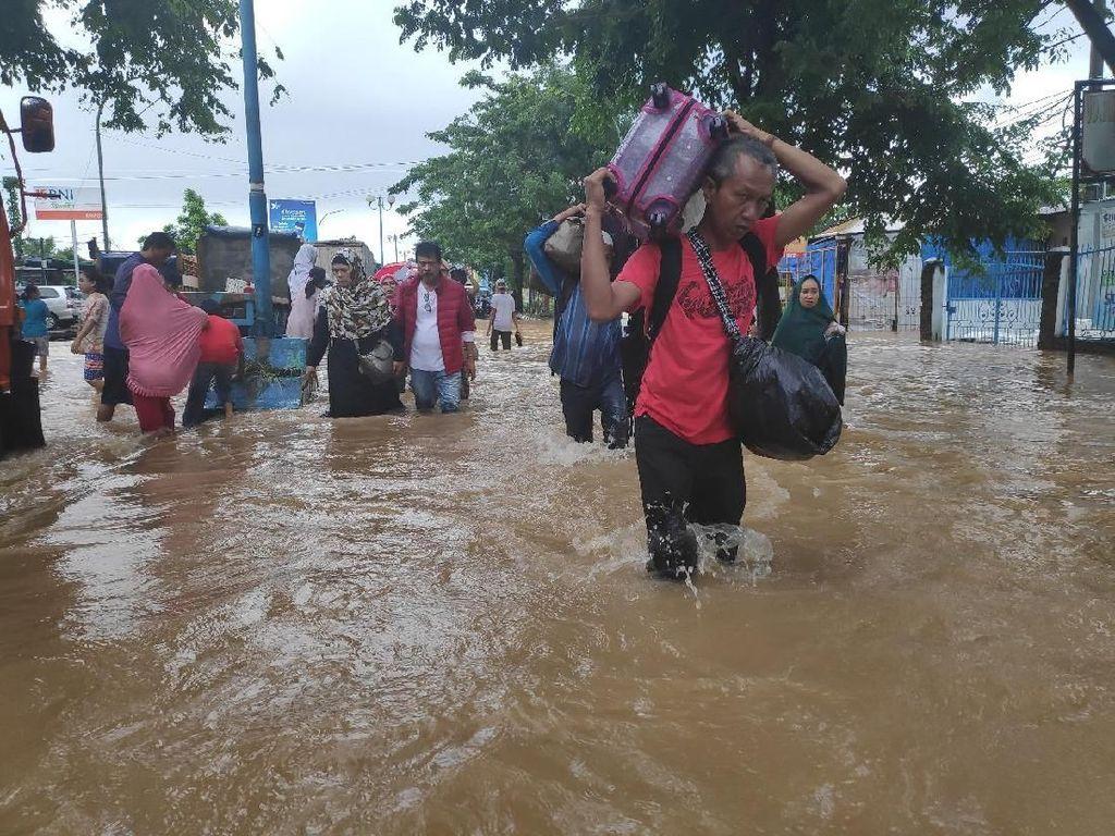 Potret Banjir Lumpuhkan Jalur Trans Sulawesi dan Kepung Sulsel