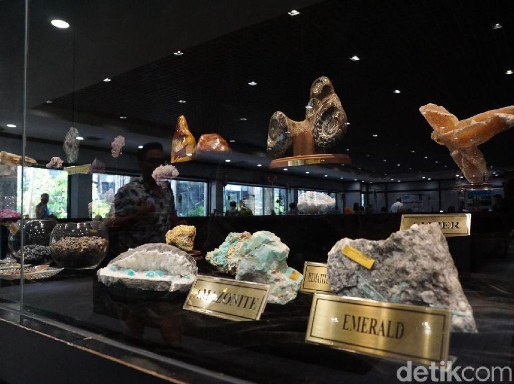 Mengintip Pembuatan Perhiasan Cantik di Thailand