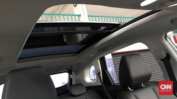 sunroof menjadi fitur andalan mobil-mobil China harga terjangkau.