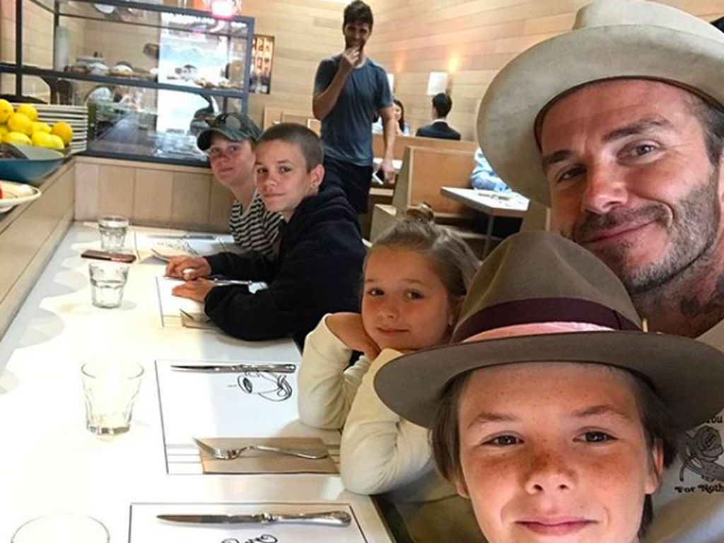 Dekat dengan Sang Ayah, Begini Serunya Kulineran Beckham dengan Anaknya