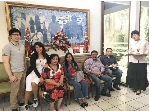 Ahok bersama keluarga serta Djarot Saiful Hidayat dan istri/