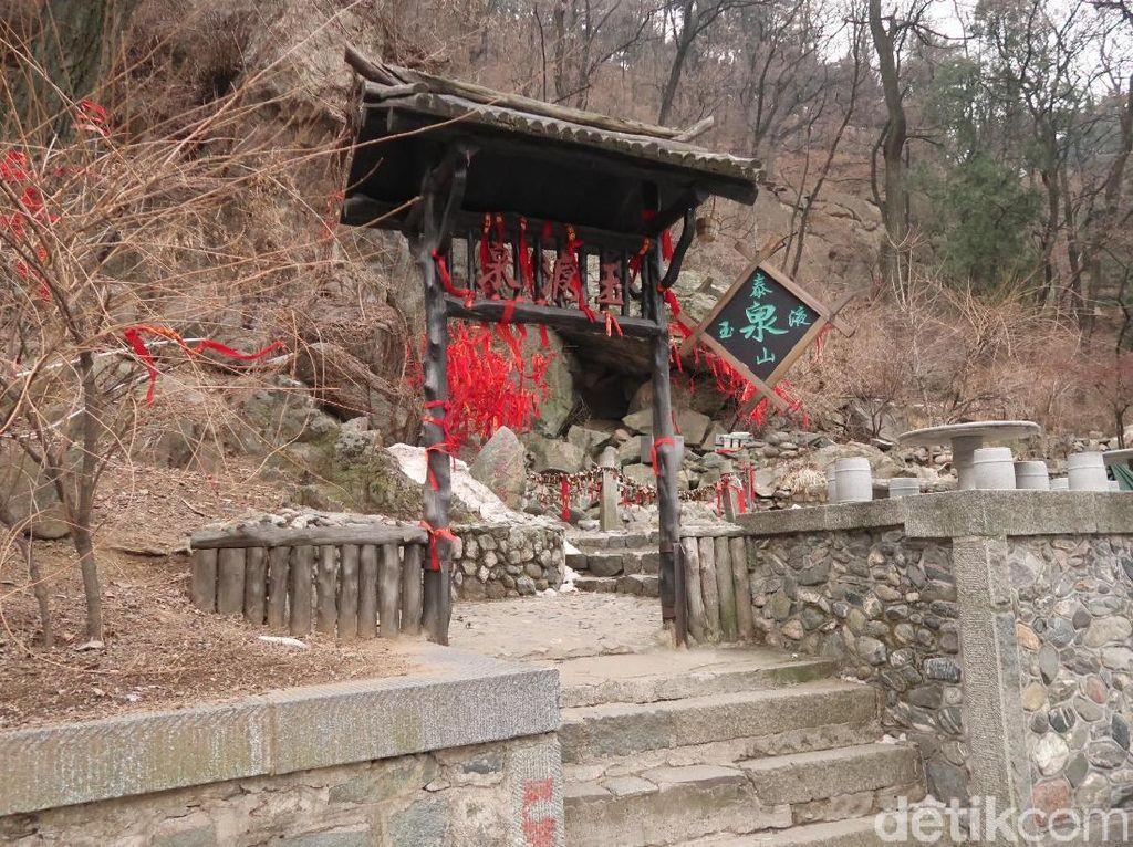 Mitos Awet Jodoh di Gerbang Surga China