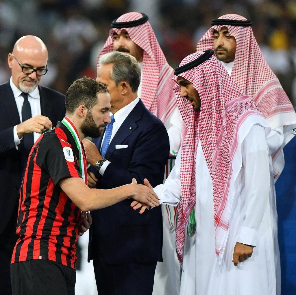 Higuain Gagal karena Milan Tak Selevel dengan Juventus