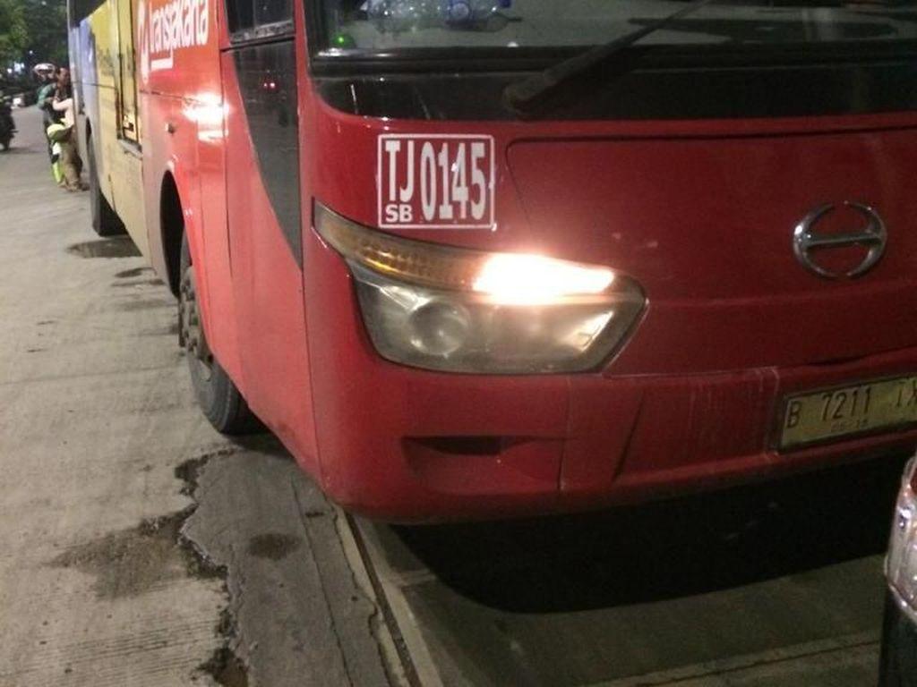 Lalin di Daan Mogot Macet Akibat Tabrakan Bus TransJ dengan Minibus