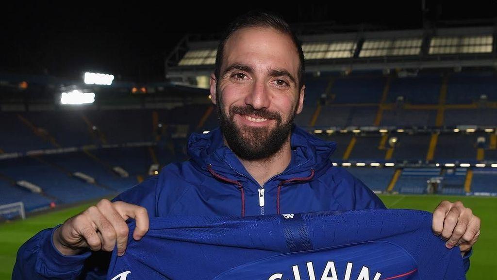Pakai Nomor 9, Higuain Dibayangi Kutukan di Chelsea