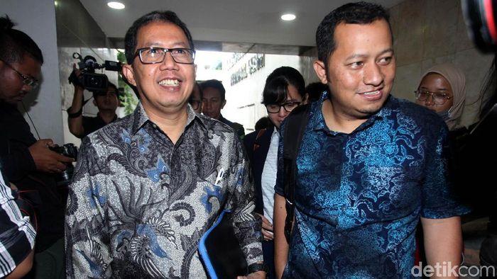 Plt Ketua Umum PSSI Joko Driyono (kiri) ditahan. (Lamhot Aritonang/detikSport)