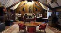 Markas The Explorers Club, Townhouse (Mike MacEacheran/BBC Travel)