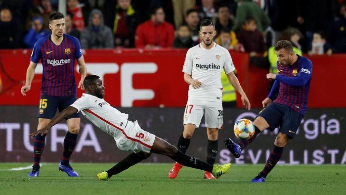 Barcelona diuji Sevilla di Ramon Sanchez Pizjuan. (Foto: Marcelo Del Pozo/Reuters)