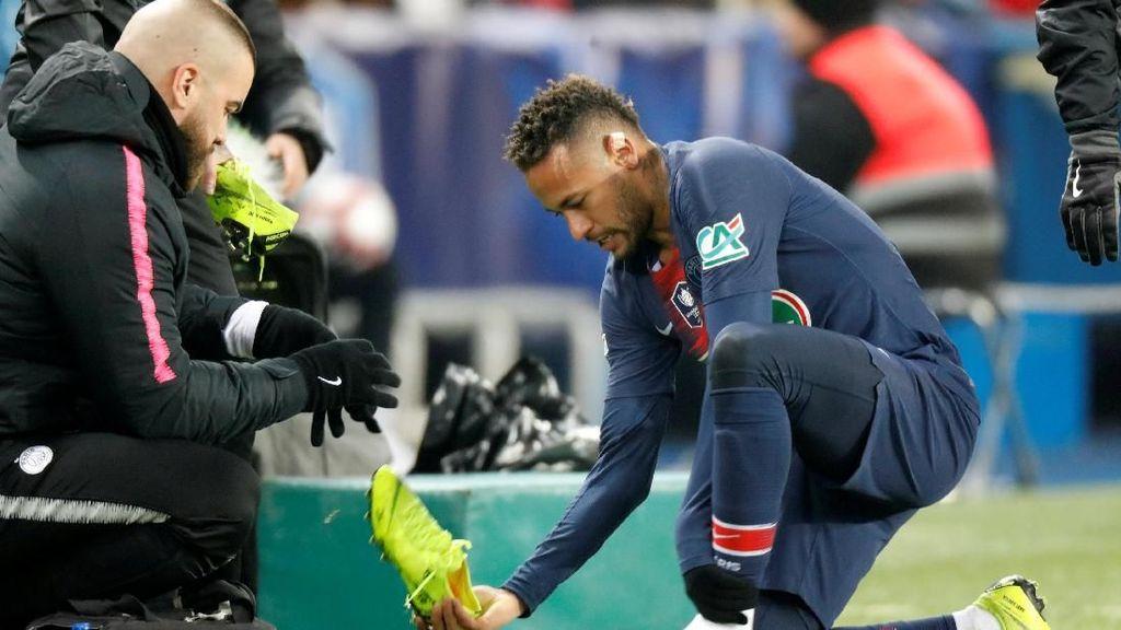 Detik-detik Neymar Cedera Metatarsal Lagi