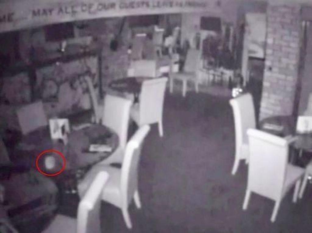 Penampakan Hantu di Dapur hingga Cara Bikin Telur Dadar Minang
