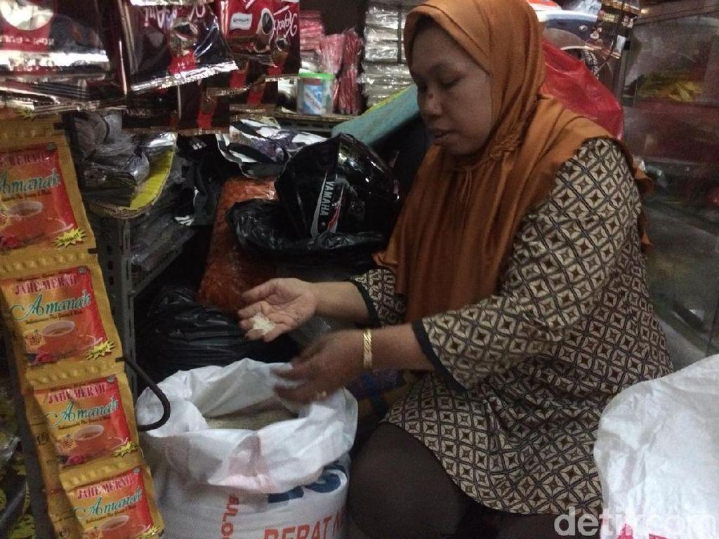 Jual Beras Medium Rp 11.000/Kg, Pedagang: Kalau HET Nggak Nutup