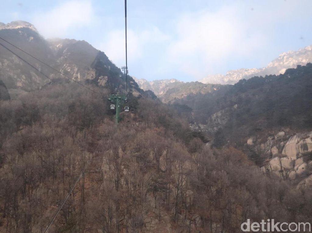 Menikmati Cantiknya Gerbang Surga China dari Kereta Gantung