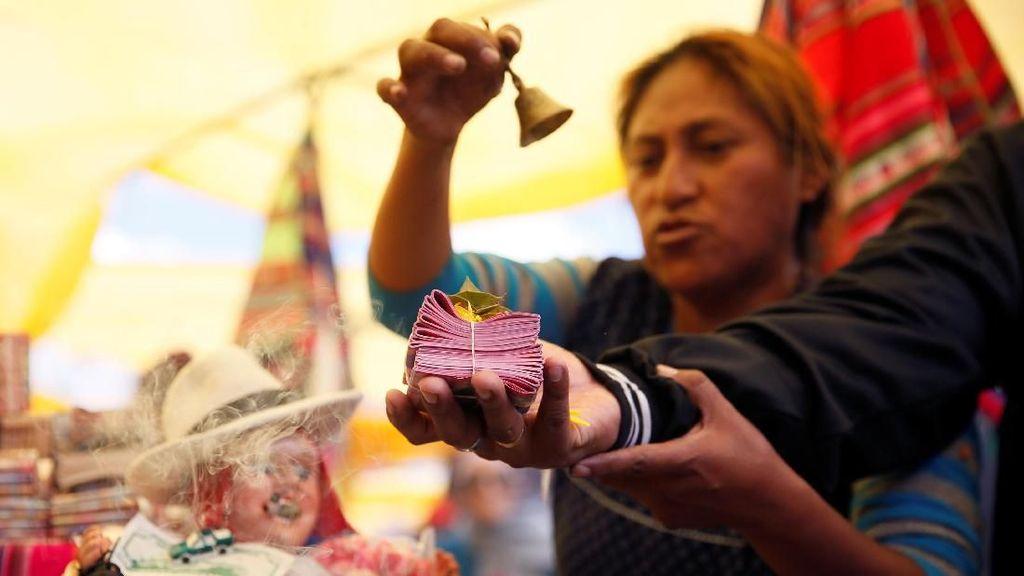 Tradisi Unik Rakyat Bolivia Menggapai Sukses di Awal Tahun