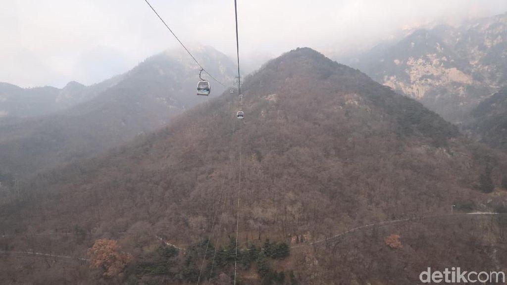 Foto: Gerbang Surga di China yang Indah dari Kereta Gantung
