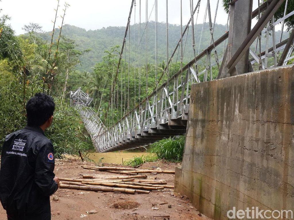Jembatan Gantung Runtuh, Akses Antar Desa di Pacitan Putus