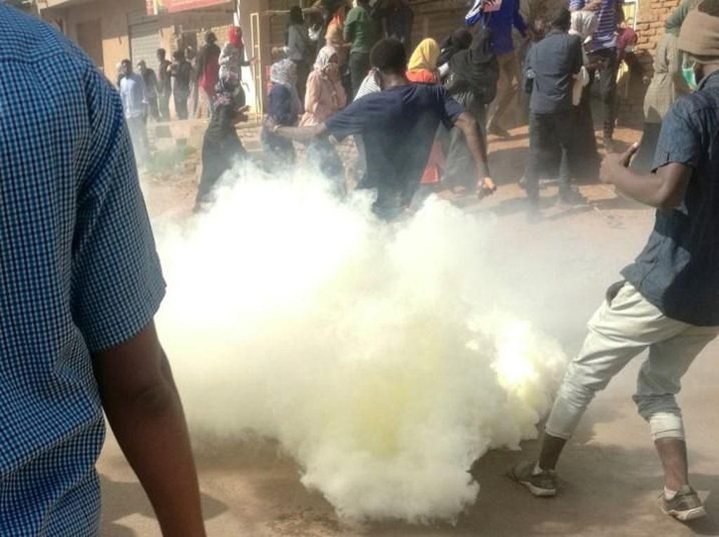 Bubarkan Demo Antipemerintah, Polisi Sudan Tembakkan Gas Air Mata