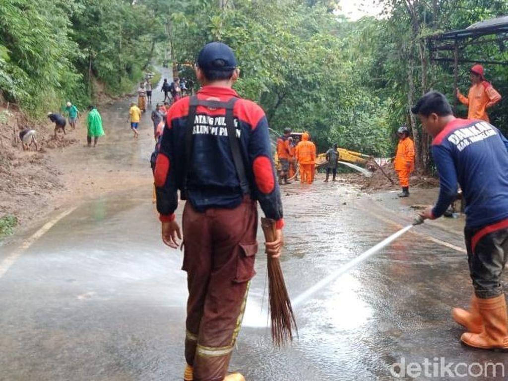 Sempat Tertutup Longsor, Jalan Kalibawang-Borobudur Bisa Dilewati Lagi