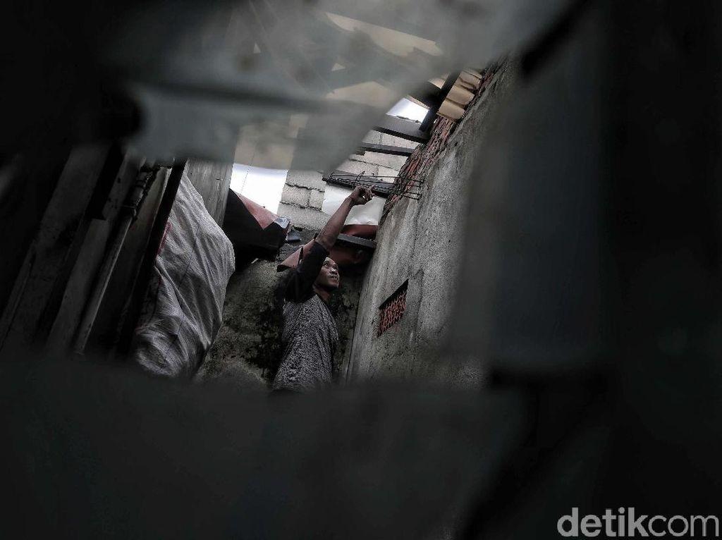 Angin Kencang Rusak Rumah Warga di Koja Jakarta