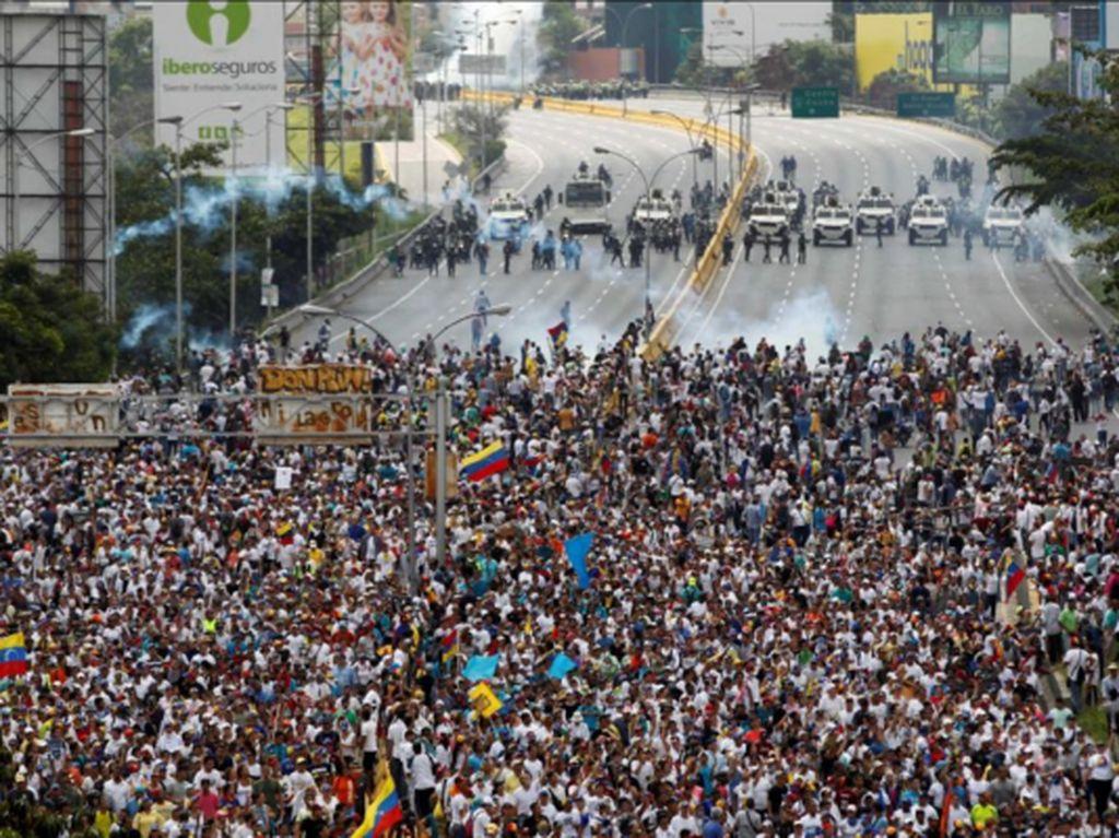 Demo Akbar di Venezuela Desak Nicolas Maduro Mundur