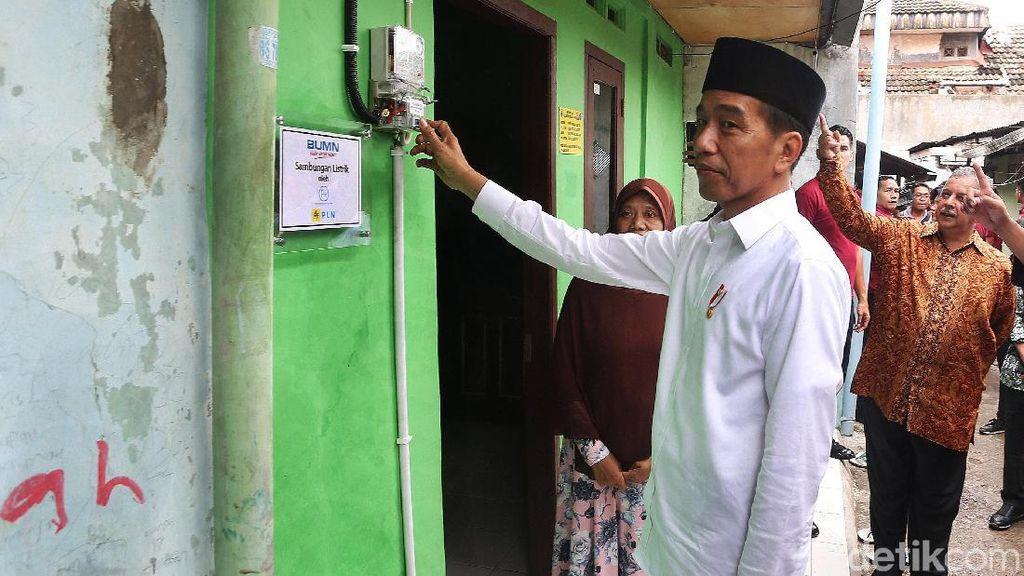Cek Program Listrik Gratis, Jokowi Keluar Masuk Gang di Bekasi