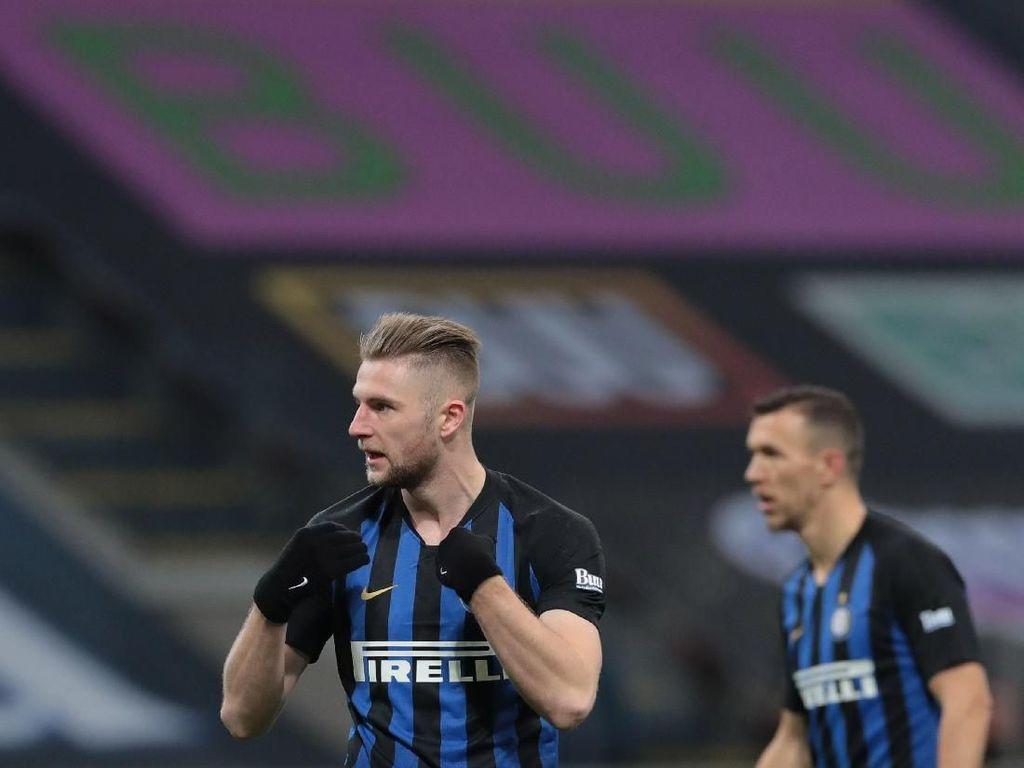 Ditaksir MU, Skriniar Malah Teken Kontrak Baru di Inter