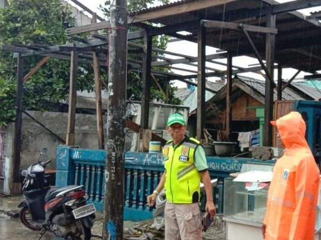 3 Rumah di Koja Jakarta Utara Rusak Berat Diterjang Angin Kencang