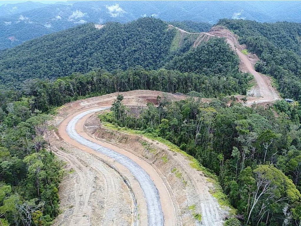 Jokowi: Jalan Trans Papua 3.545 Km Tersambung Penuh Tahun Ini