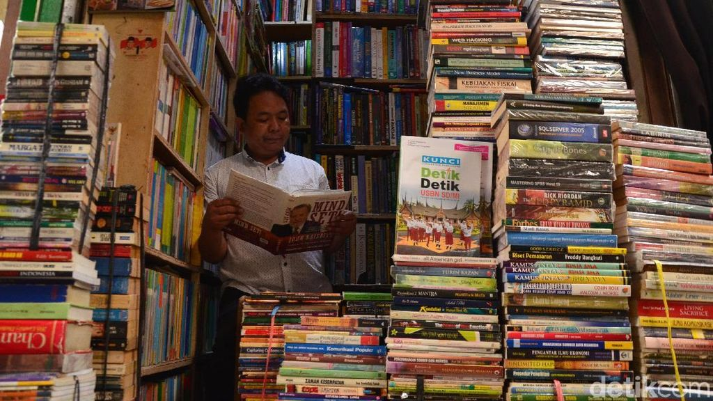 Berburu Buku Bekas di Pasar Buku Palasari
