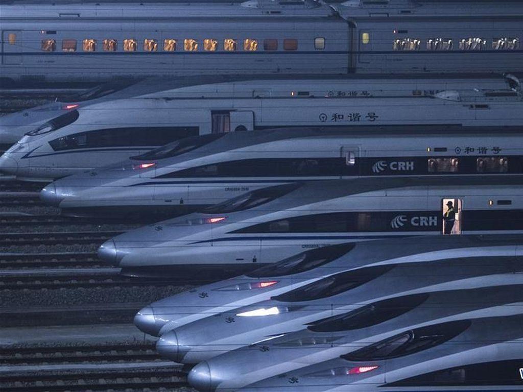 Keren! Barisan Kereta Peluru di China Siaga Jelang Imlek