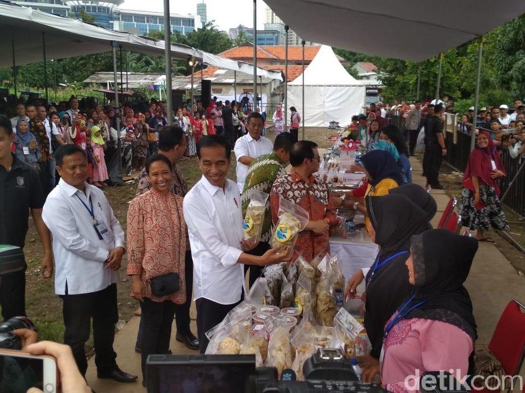 Di Depan Emak-emak, Jokowi Bagi Tips Aman Bayar Cicilan