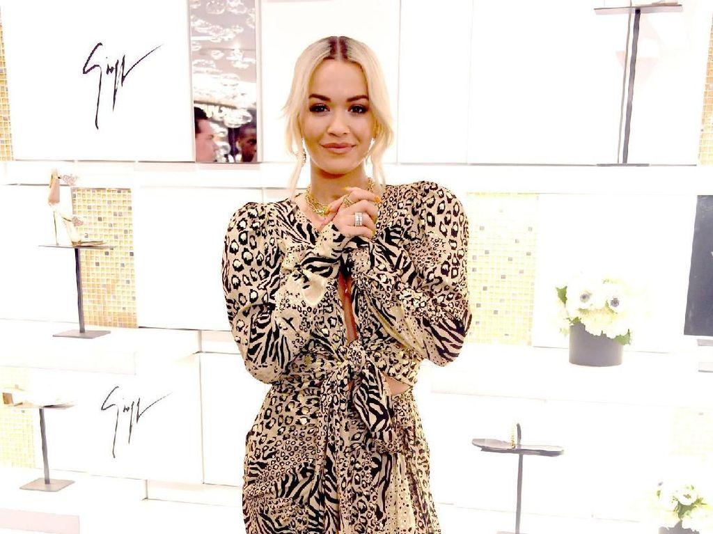 Roar...Ini Bukan Katy Perry Tapi Rita Ora Berbaju Corak Macan