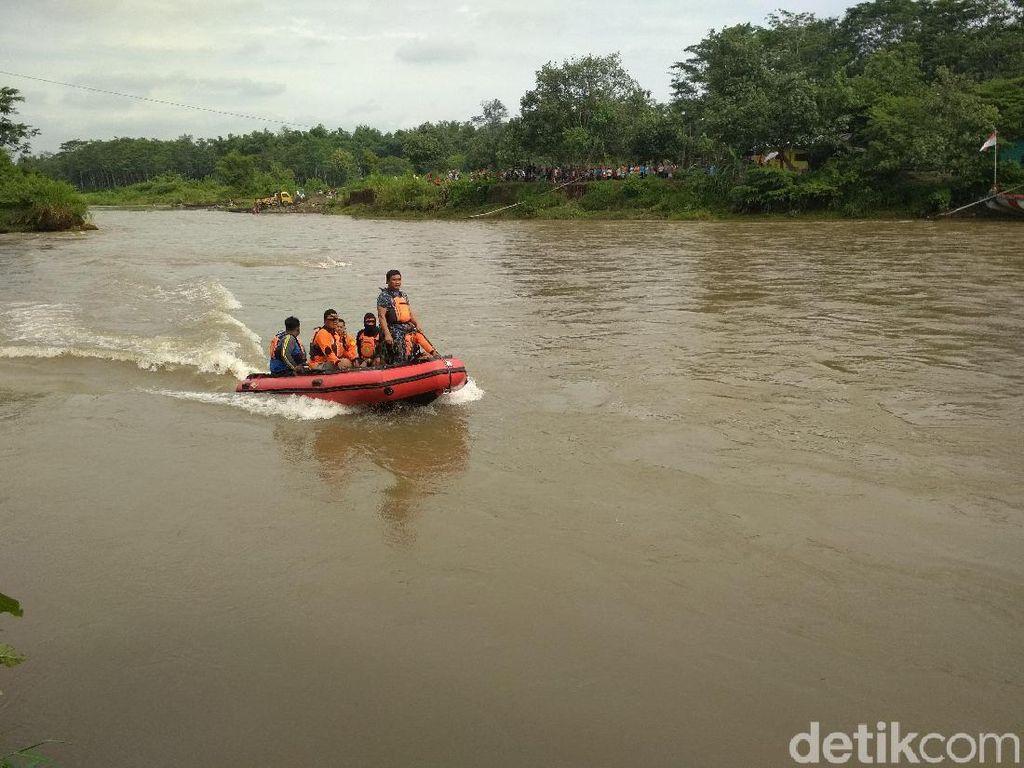 Hujan, Basarnas Hentikan Pencarian Korban Mobil Tercebur Sungai