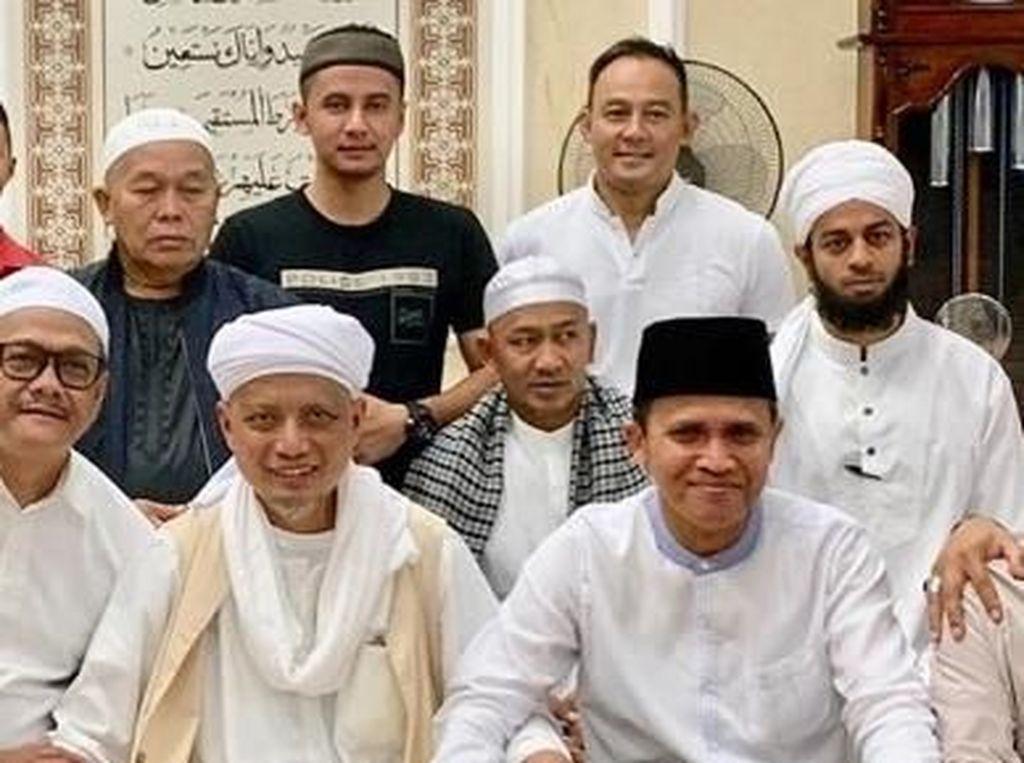 Dipo Latief Jenguk Ustad Arifin Ilham, Netizen Colek Nikita Mirzani