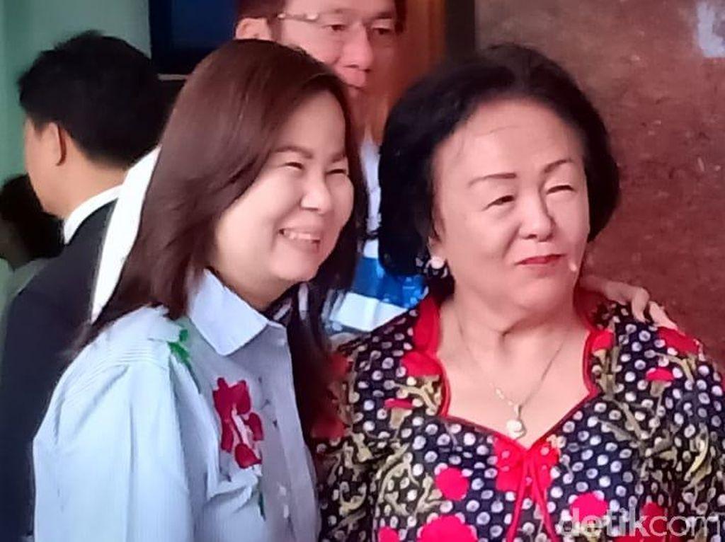 Ibunda Ahok Beribadah di GKY Pluit, Ahok Tidak Terlihat