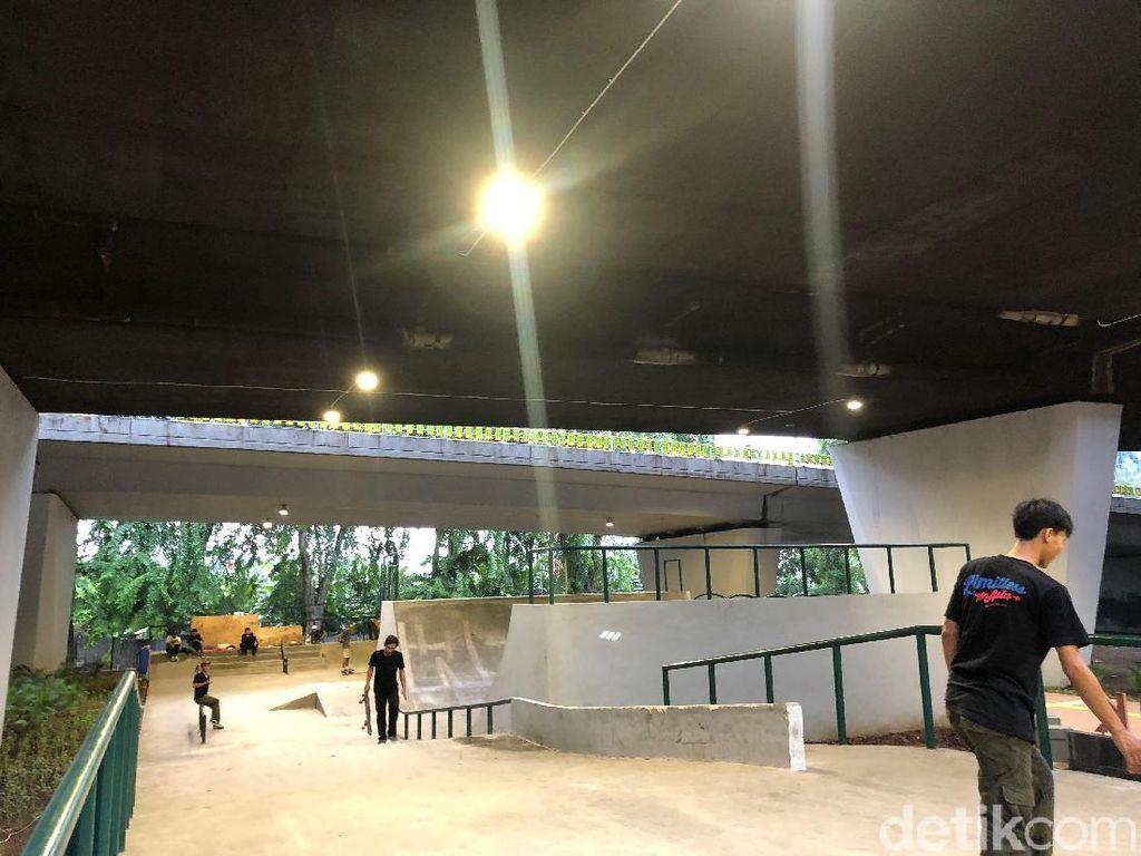 Main Skate di Kolong Flyover Slipi yang Lagi Ngehits