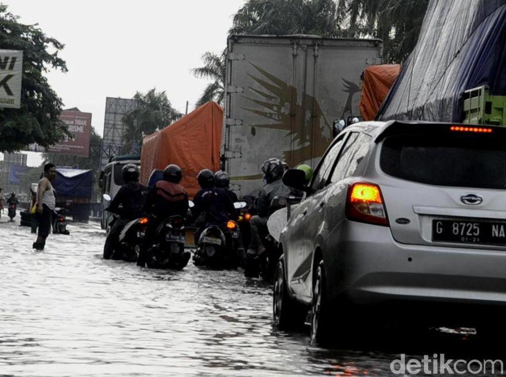 Pantura Pekalongan Banjir, Pengendara Diimbau Lewat Tol